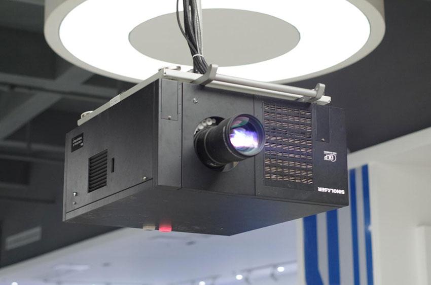 工程投影機
